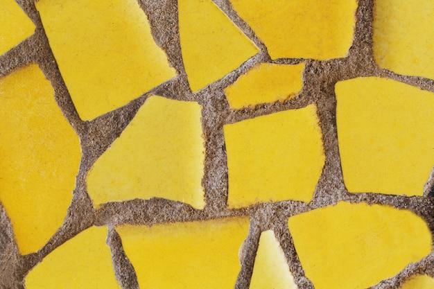 Detalhe de um mosaico de vidro colorido.