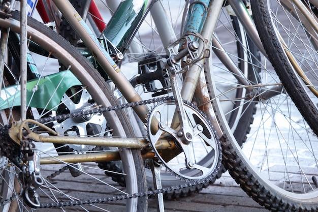 Detalhe de um pneu de bicicleta de montanha