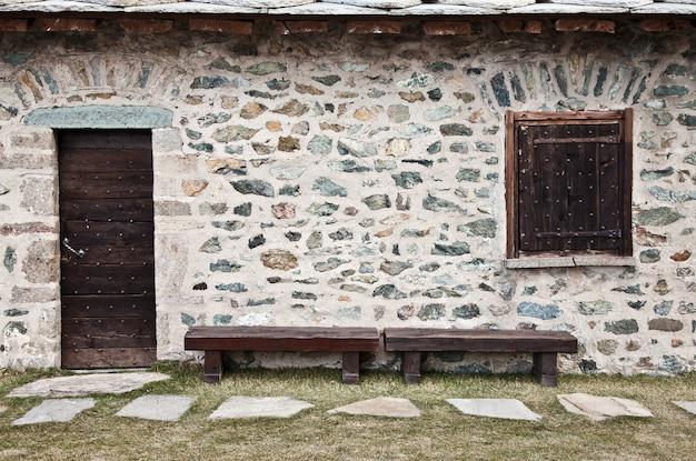 Detalhe de um refúgio de montanha na itália, próximo à área de dolomiti - norte da itália