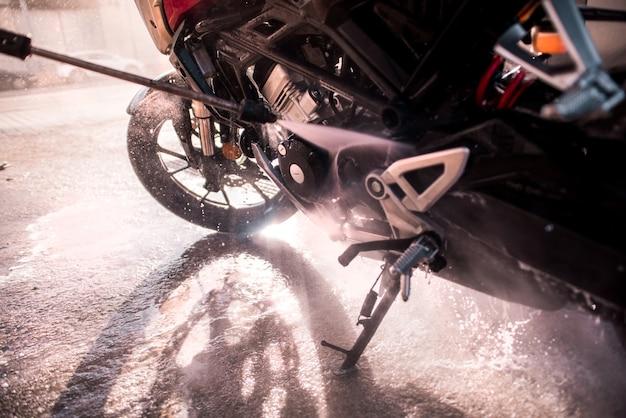 Detalhe de uma área de limpeza de pistola de água pressurizada da motocicleta