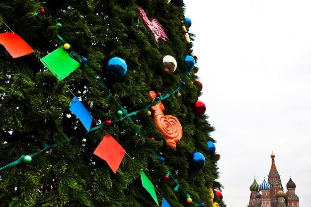 Detalhe de uma árvore de natal da praça vermelha - moscou