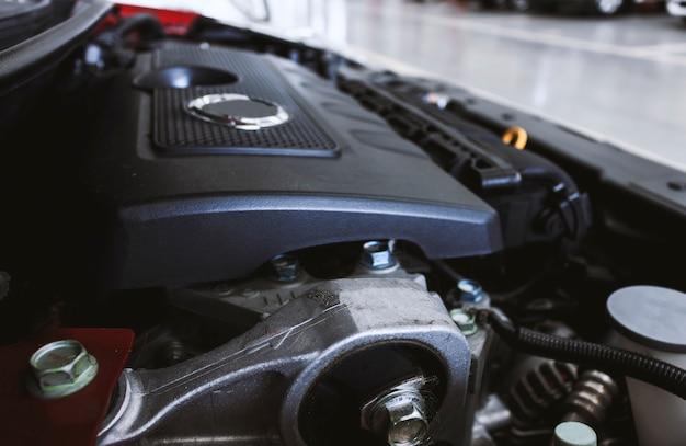 Detalhe do close up de motor de automóveis com macio-foco no fundo. sobre a luz