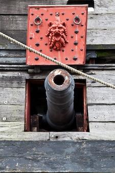 Detalhe do galeão netuno, usado por r. polansky no filme piratas