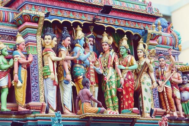 Detalhe do templo de sri mariamman em cingapura