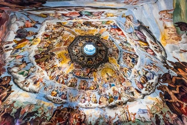 Detalhe do teto da catedral duomo di firenze, catedral de santa maria das flores, florença, itália