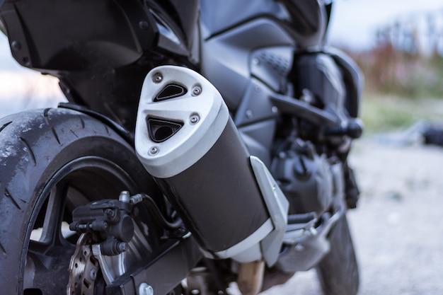 Detalhe do tubo de escape de uma moto