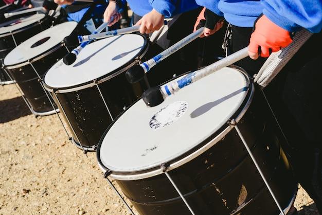 Detalhe dos tambores de som graves.