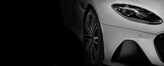 Detalhe em um dos faróis de led moderno espaço da cópia do carro