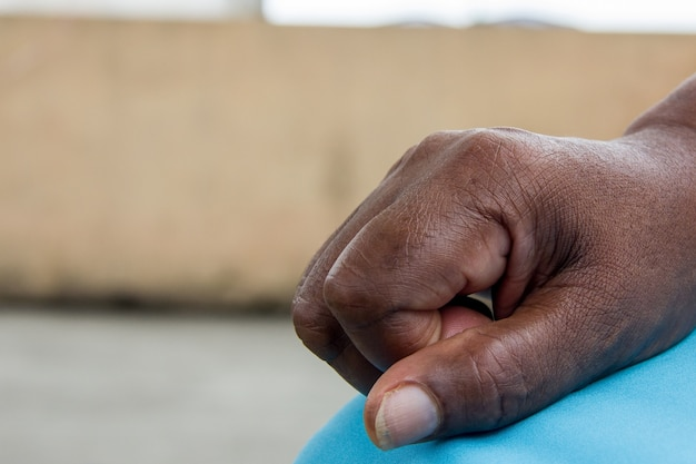 Detalhes da mão de uma pessoa antiga