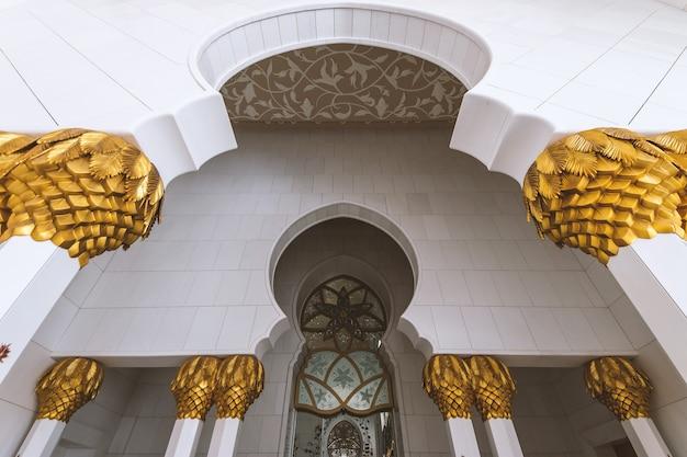 Detalhes da mesquita sheikh zayed em abu dhabi (emirados árabes unidos)