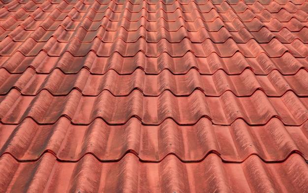 Detalhes das telhas vermelhas de um telhado