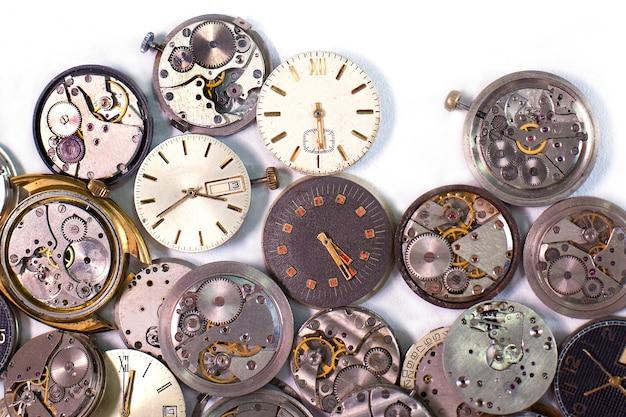 Detalhes de relógios e mecanismos para reparo, restauração e manutenção
