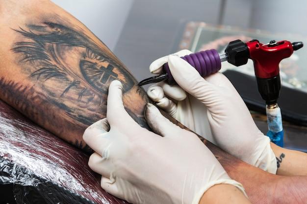 Detalhes de um trabalho de tatuador