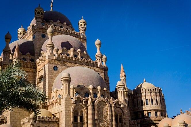 Detalhes de uma grande mesquita islâmica.