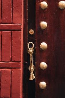 Detalhes de uma maçaneta de porta em marrocos
