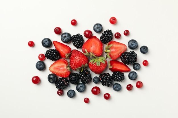 Detalhes de uma mistura de várias frutas silvestres frescas