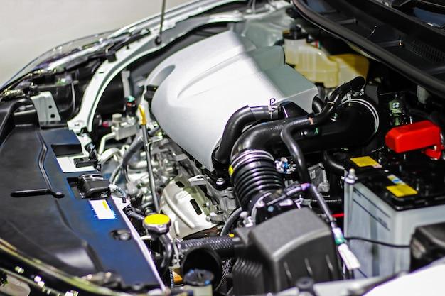 Detalhes dentro de um motor de carro particular. selecione o foco.