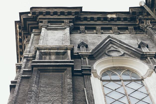 Detalhes do antigo edifício histórico de arquitetura