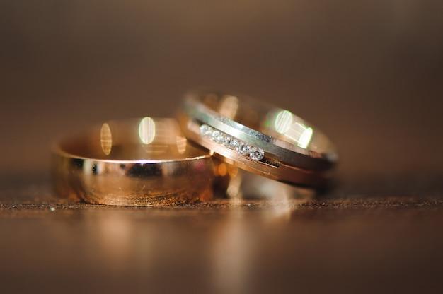 Detalhes do casamento - alianças de casamento como um símbolo