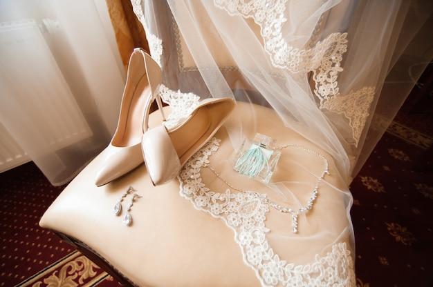 Detalhes do casamento da noiva - sapatos de casamento