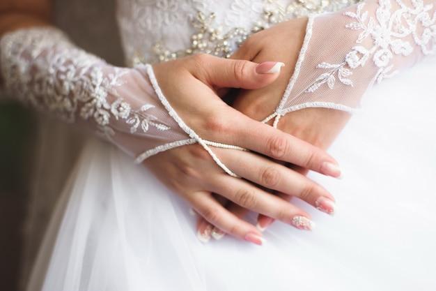 Detalhes do casamento da noiva - vestido de casamento branco para uma esposa