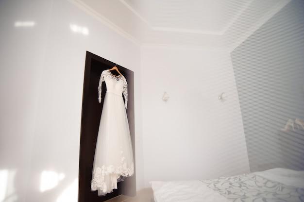 Detalhes do casamento da noiva - vestido de casamento branco