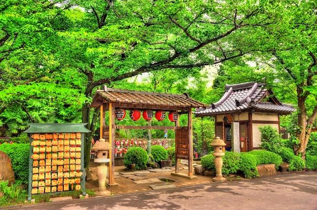 Detalhes do templo zojo-ji em tóquio, japão