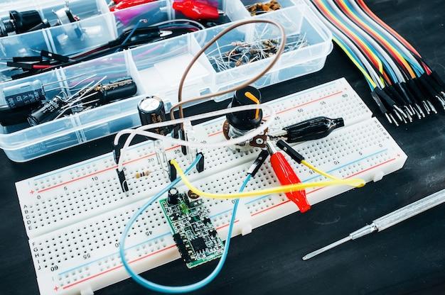 Detalhes eletrônicos de construção robótica