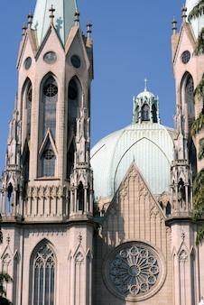 Detalhes externos da catedral metropolitana de são paulo
