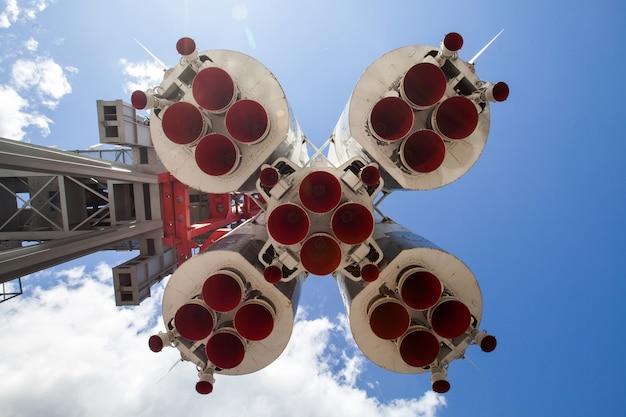 Detalhes inferiores do motor de foguete espacial