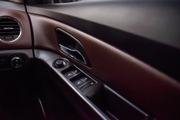 Detalhes interiores do carro, portas de carro