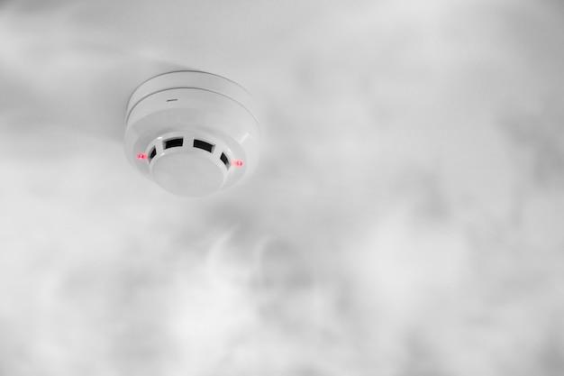 Detector de fumaça no teto