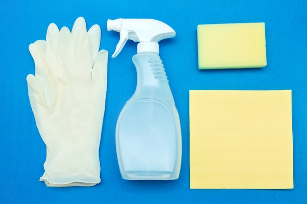 Detergentes e produtos de limpeza para lavagem, limpeza, desinfecção e tratamento sanitário