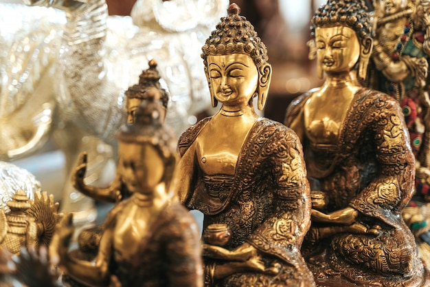 Deus goutama buddha no mercado indiano