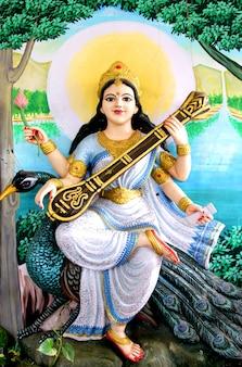 Deusa saraswati do conhecimento, artes e música, sabedoria e natureza