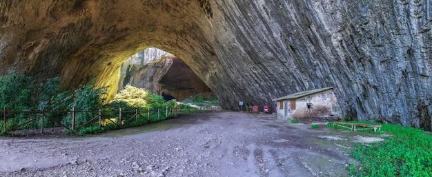 Devetashka caverna na bulgária
