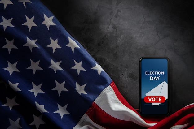 Dia da eleição no conceito de estados unidos. show de votação online na tela do celular.