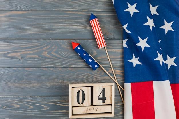Dia da independência no calendário com fogos de artifício