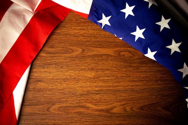 Dia da memorial de bandeira de américa com madeira