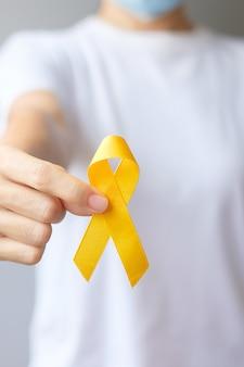 Dia da prevenção do suicídio, mês da conscientização do câncer de osso, bexiga e infância, sarcoma, fita amarela para apoio a pessoas que vivem e adoecem. conceito do dia mundial da saúde das crianças e do câncer