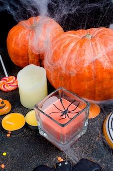 Dia das bruxas com gingerbread, abóboras e velas