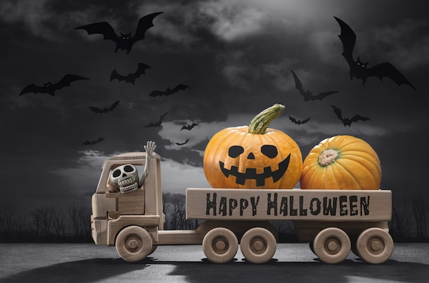 Dia das bruxas. no carro de brinquedo de madeira, abóboras engraçadas, no esqueleto da cabine.