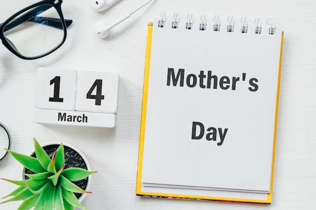 Dia das mães de março de calendário do mês de primavera. Foto Premium