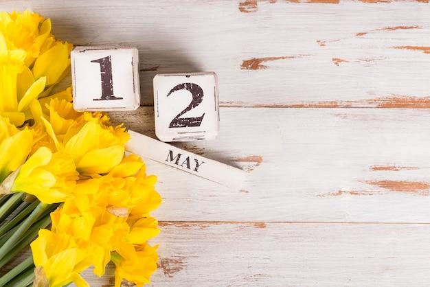 Dia das mães dos eua, 12 de maio de 2019, tulipas e flores de narciso