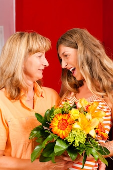 Dia das mães ou aniversário - flores e mulheres