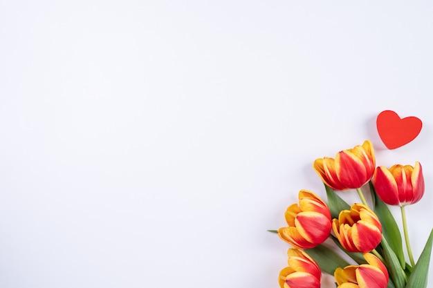 Dia das mães, plano de fundo do dia dos namorados, buquê de flores de tulipa