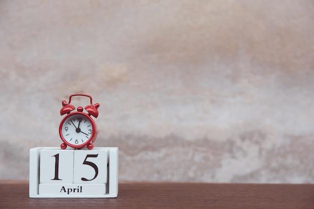 Dia de imposto com despertador