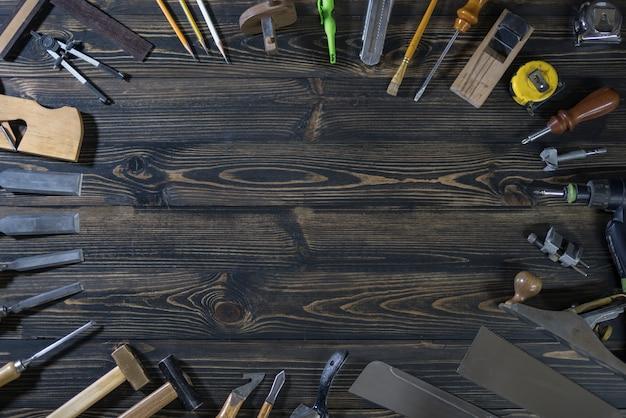 Dia de trabalho do trabalhador internacional. ferramenta de carpintaria. copie o espaço