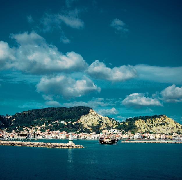 Dia de verão, grécia, ilha de zakynthos - mar, céu, férias.