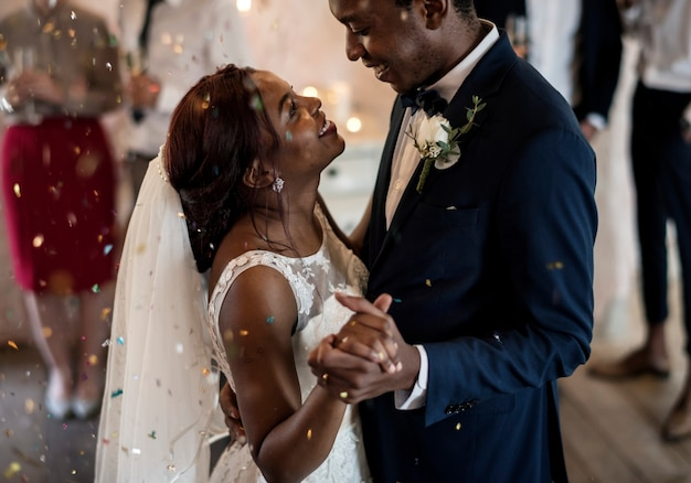 Dia do casamento da ponte e do noivo